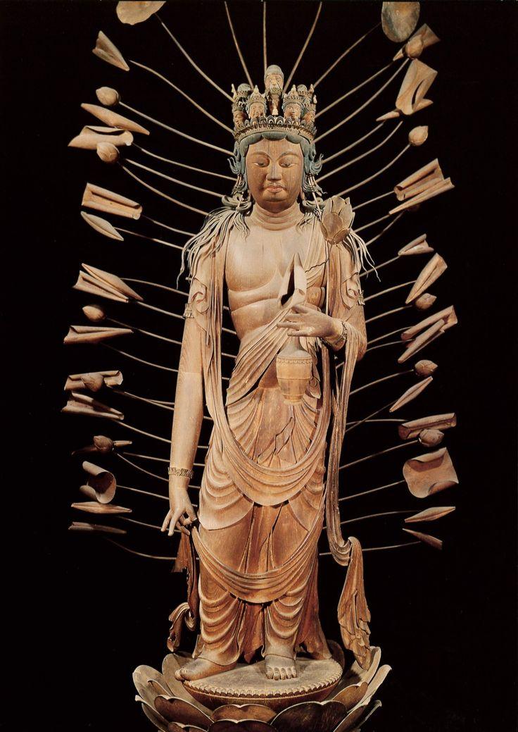 法華寺の本堂に安置されている十一面観音像は、絶世の美女で、菩薩のごとく慈悲深かった光明皇后のお姿を彫り上げたと伝えられ、なまめかしさをもただよわせる平安初期の仏像です。   十一面観音菩薩立像<国宝>特別開扉。法華寺。奈良市。奈良エリア。イベント。奈良県観光公式サイト「あをによし なら旅ネット」(旧大和路アーカイブ)あおによし なら旅ネット。奈良大和路への旅に役立つ観光情報満載!伝統行事をはじめ、神社仏閣の秘宝・秘仏の特別公開などのイベント、観光名所、観光モデルコース、ガイドツアー、宿泊温泉、グルメお土産などのおすすめ情報がご覧いただけます。