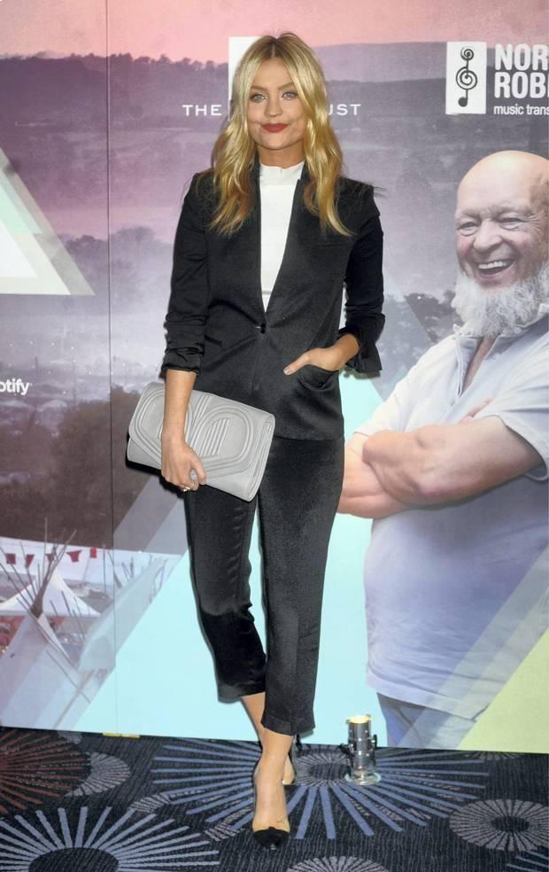 После торжествующей лондонской Недели Моды  http://gipermarket.wambas.com/articles/1449/ Лора Уитмор говорит о своем плане начать ее собственный показ моды