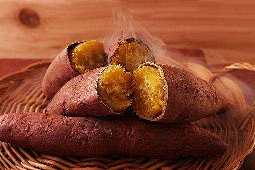 この焼き芋、ただ者じゃない!レンジでこんなにおいしいなんて… CAFY [カフィ]