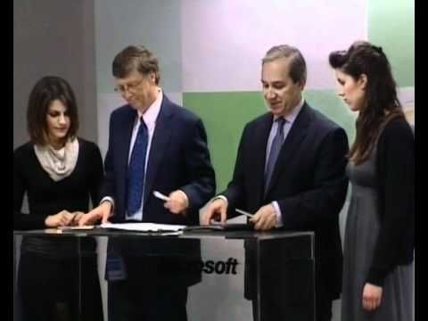 Bill Gates inaugurates IMicrosoft Innovation Center in Greece.
