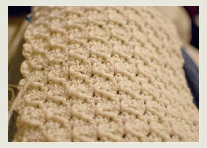 Mindless Scarf #Crochet Pattern I love making this free pattern. Very easy to follow and it looks beautiful.