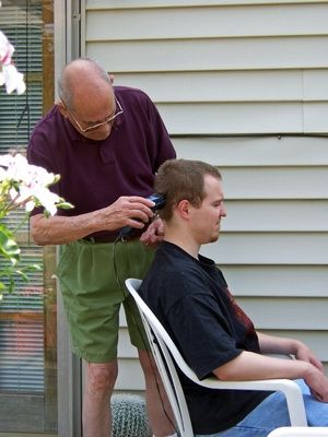 How to Cut Men's Hair With Hair Clippers