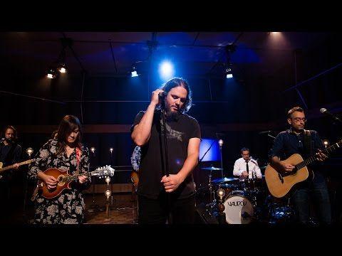 En route vers l'ADISQ : Les Cowboys Fringants chantent Octobre - YouTube