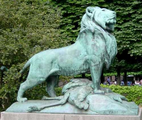 Auguste ca n le lion de nubie et sa proie jardin du - Les animaux du jardin ...
