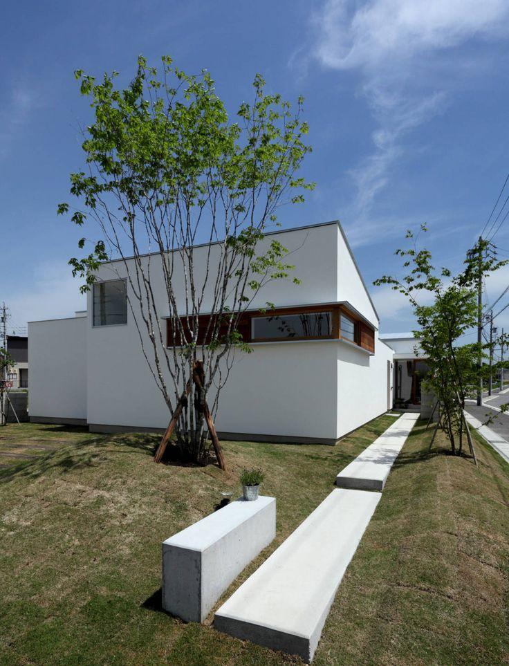 松原建築計画 / Matsubara Architect Design Office の 北欧風 家 ファサード アプローチ