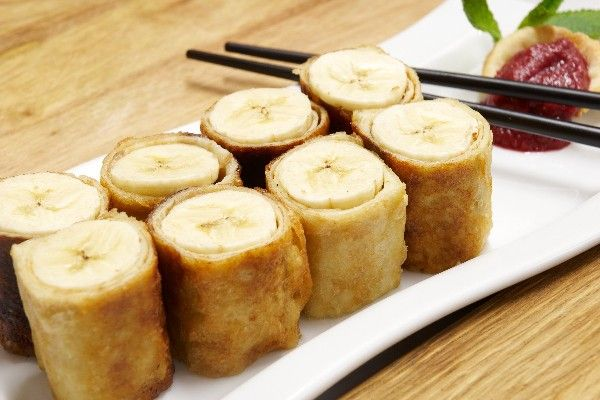 Banana Spring Rolls: bananas & brown sugar rolled in spring roll wrappers, then deep fried. Simple 3 ingredient #recipe ready in 20 minutes. #dessert