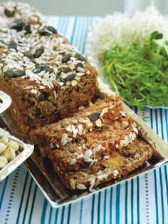 Starta dagen med ett saftigt bröd fullt med protein och nyttigheter som håller dig mätt länge. Dessutom är det toppen för dig som äter LCHF!