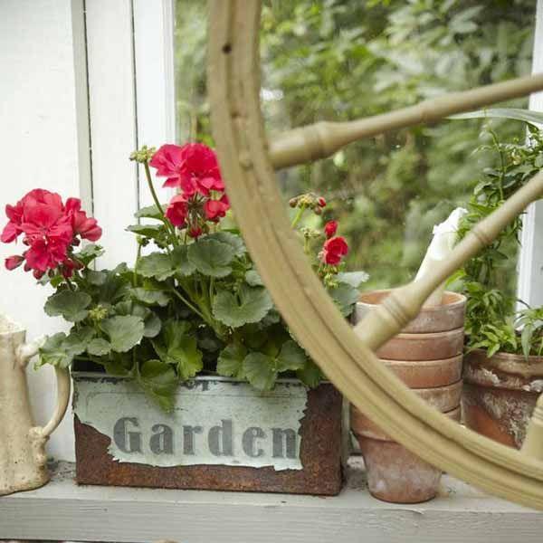 Vintage Backyard Ideas : Vintage Furniture and Garden Decor, 12 Charming Backyard Ideas