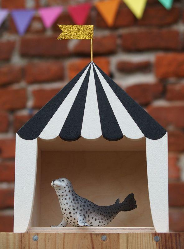 Up Warsaw mini circus zwart-wit #upwarsaw #minicircus #circus #decoratie…