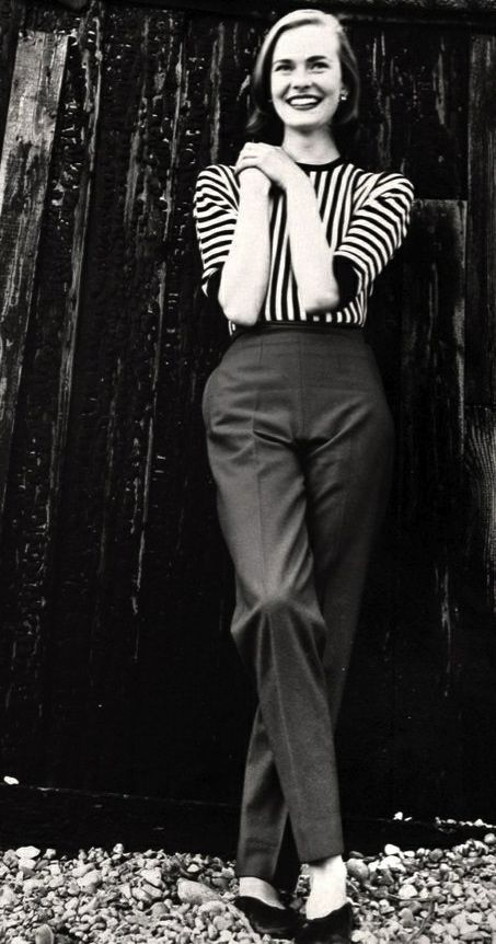 1950's casual wear. Cigarette pants, striped top, and flats. Www.couturetulip.com