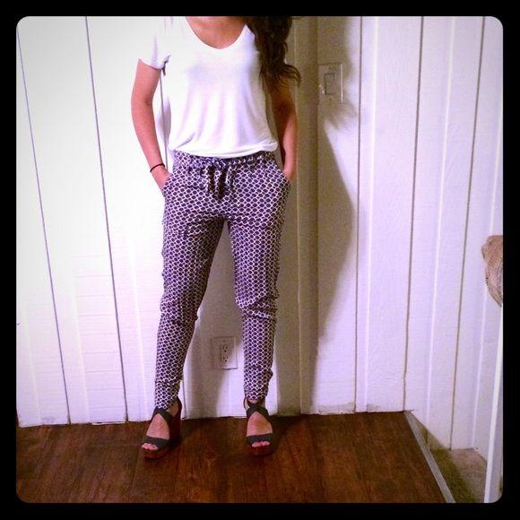 Loose printed pants. Comfortable loose pants. 100% rayon. Size 25. Forever 21 Pants