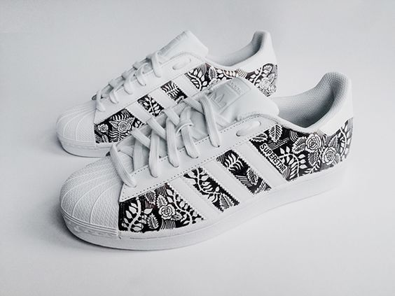 Resultado de imagen para Custom Adidas Superstar for men and women, Adidas custom Hand Painted floral design, Unisex sizes, Adidas superstar, Original ADIDAS Women's Shoes - amzn.to/2iYiMFQ Women's Shoes - http://amzn.to/2j5cIw2