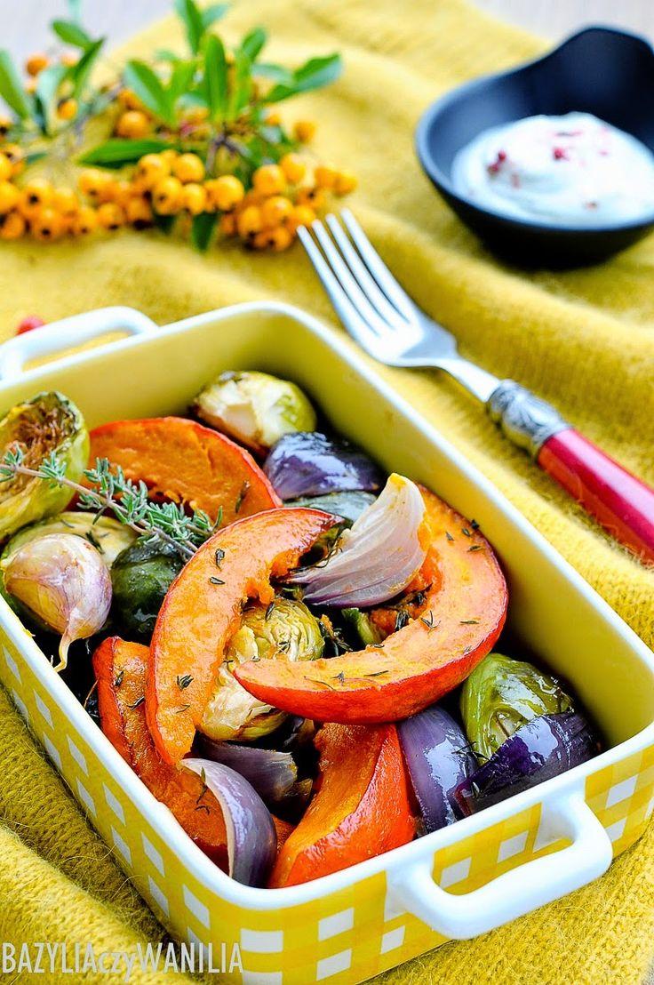 Bazylia czy Wanilia: Pieczone jesienne warzywa z kozim serem i jogurtowym dipem
