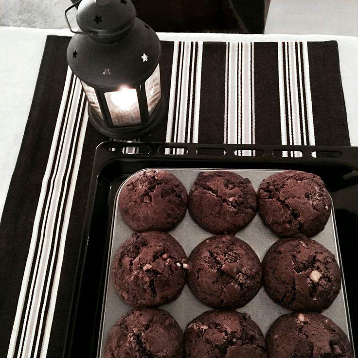 the best triple chocolate muffins recipe ever, festive black and white home decor inspo