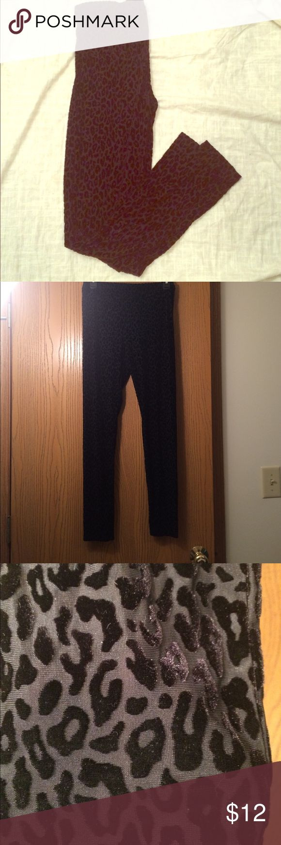 Forever 21 velvet Cheetah Leggings Size large. Cheetah print leggings. Have a somewhat sheer look to them, spot are velvety, which gives them a pop! They're a rocking! Good shape! Forever 21 Pants Leggings