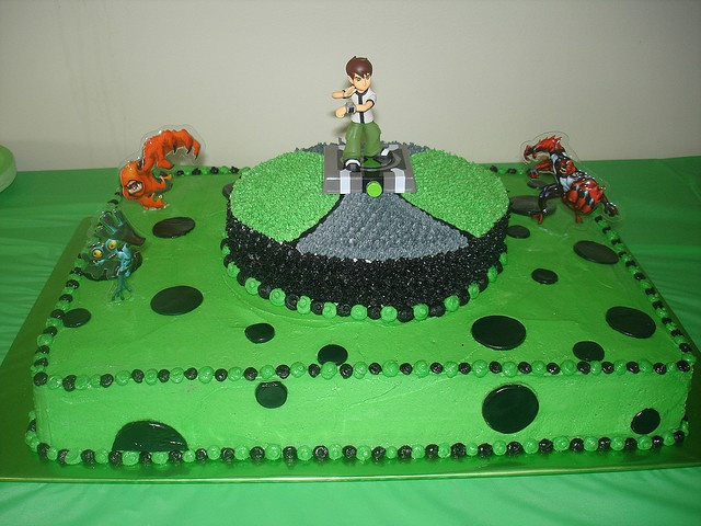 Ben 10 Cake  by sieze the cake!- hmmm... the one Ike likes...