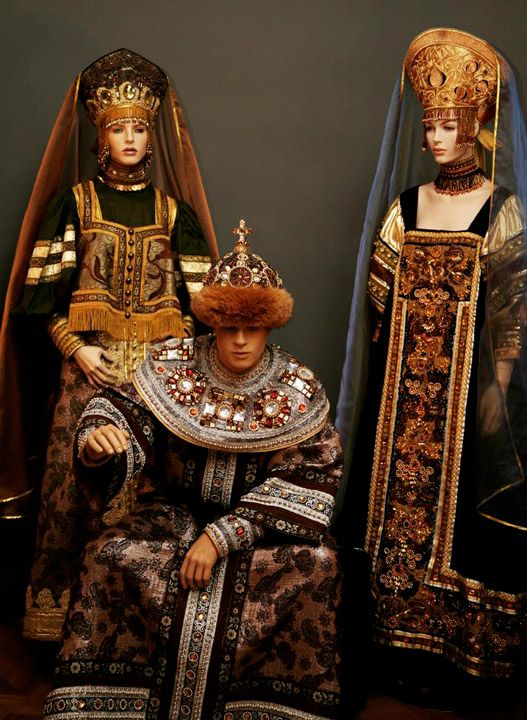 Muscovite era -inspired costumes from a Russian Theatre company, 2015. Rather late 15th C to post-SCA period - female on left wearing dushgreya. Male costume probably based on Boris Godunov portrait.