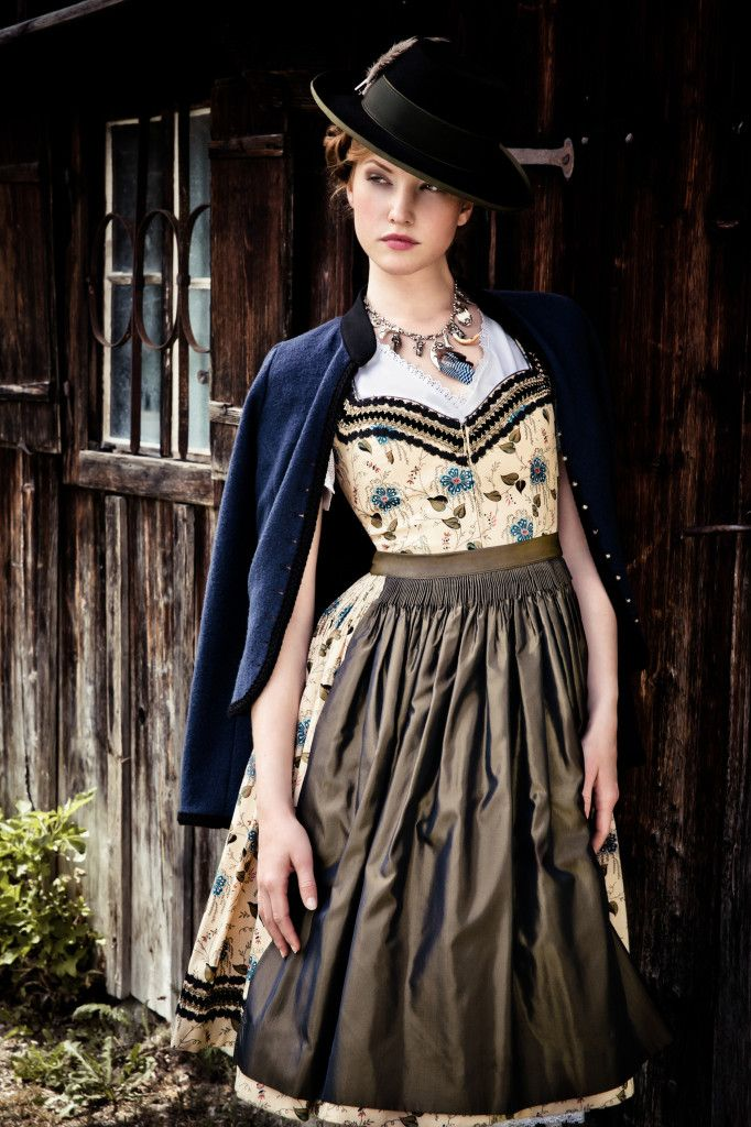 Dirndl Irmel - Lena #Hoschek Tradition Winter 2015/15