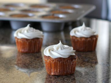 Carrot Cupcakes With Vanilla Cream Cheese Frosting: Carrot Cupcakes With Vanilla Cream Cheese Frosting