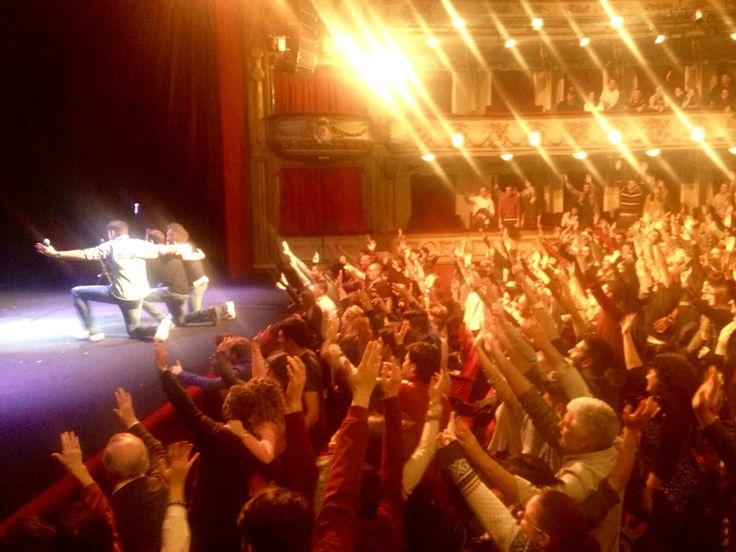 La misma foto, pero desde la perspectiva del público (Teatro Calderón, Madrid)