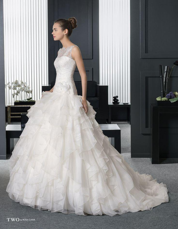 CHIC TWO-17 Lavorazioni #artigianali e #tagli perfetti su abiti ed accessori, per #matrimoni di grande classe. www.mariages.it
