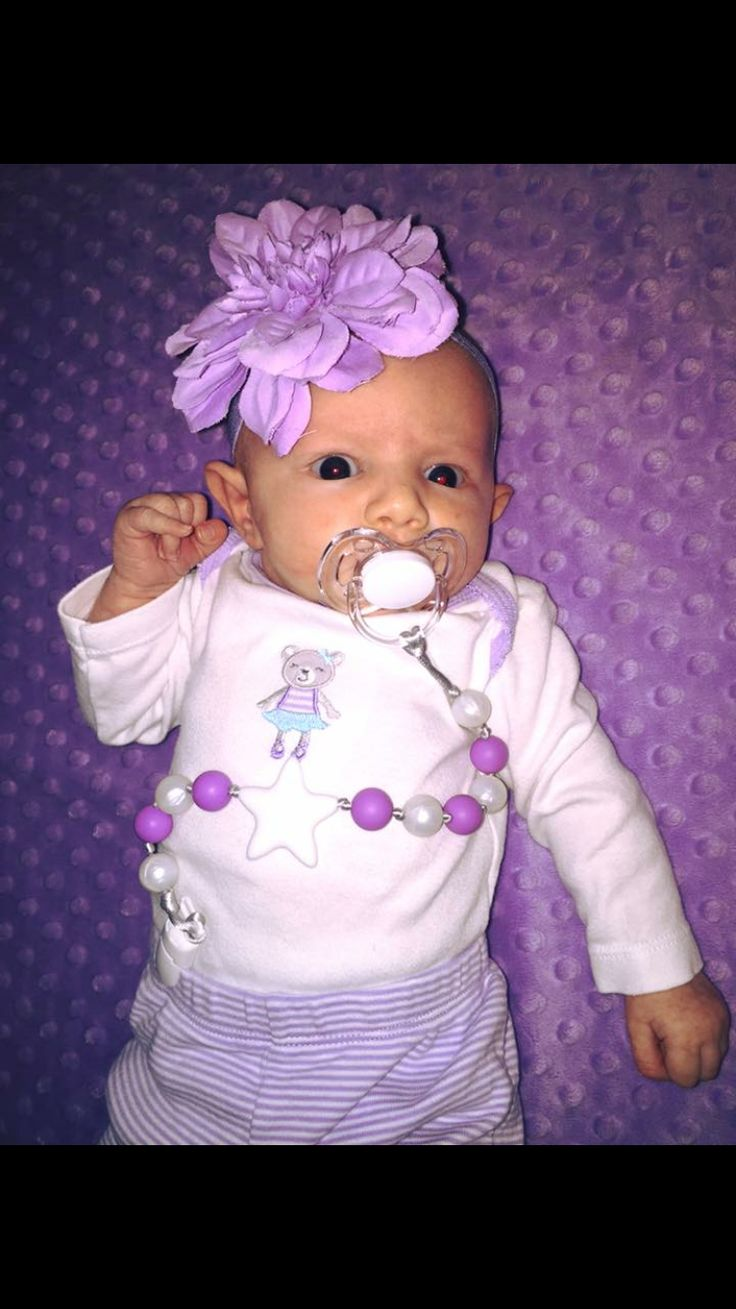Cute paci clip from Bebe Perla - super inexpensive too. www.bebeperla.com #pacifier #soother #newmom #babygirl #fashion #trendytots