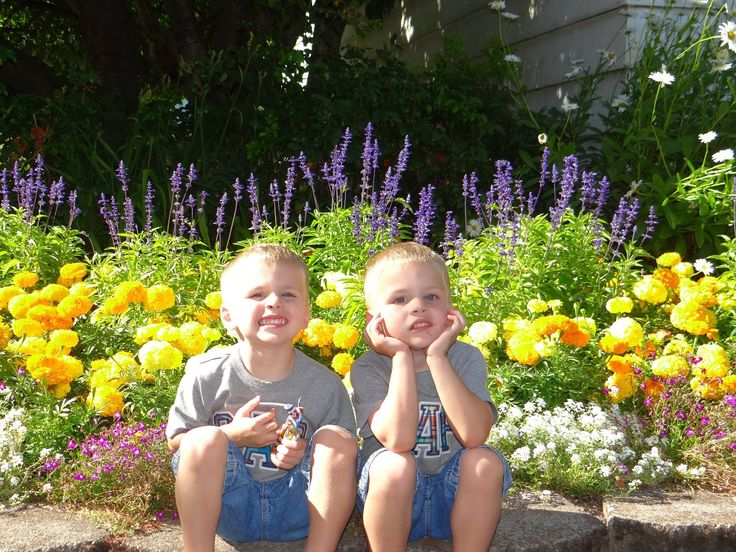 Gras Uhren Spass Jungen Flowers Twins Mehr Sehen Von FamilyFunPack