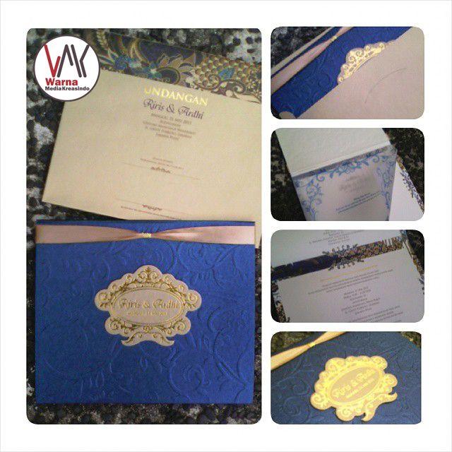 Undangan nikah elegan dengan amplop, pita, kertas kalkir- whatsapp: 081286403244 website: www.warnamediakreasindo.wordpress.com #undangan #pernikahan #wedding #invitation #elegan #elegant #hardcover #cantik #simple #jasmin #embos #gold