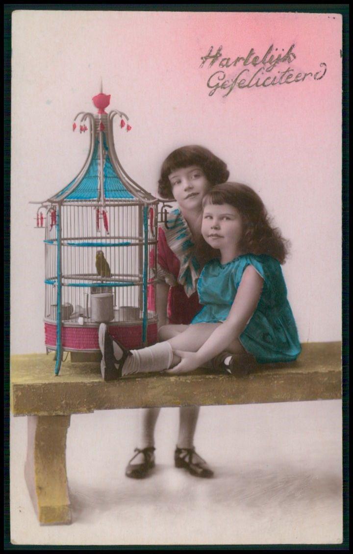 красивые Deco ребенок девочка сестра птичья клетка щегол винтажные старые 1920 фото открытка | eBay