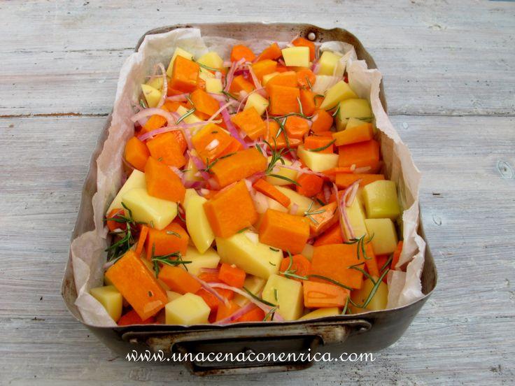 Zucca al forno con patate, cipolle e carote
