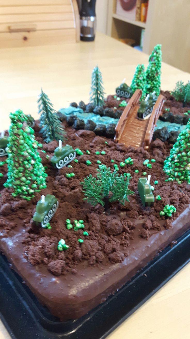 Gefechtstorte - Sachertorte mit Streuseln als Erde, Bäumen aus Eiswaffeln, Fluss aus buttercreme und diverse tortendeko
