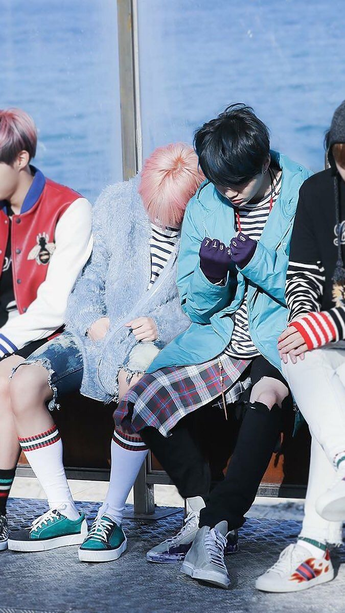 Awwww bless, he looks like he's fallen asleep ❤️ yoonmin feels up in here