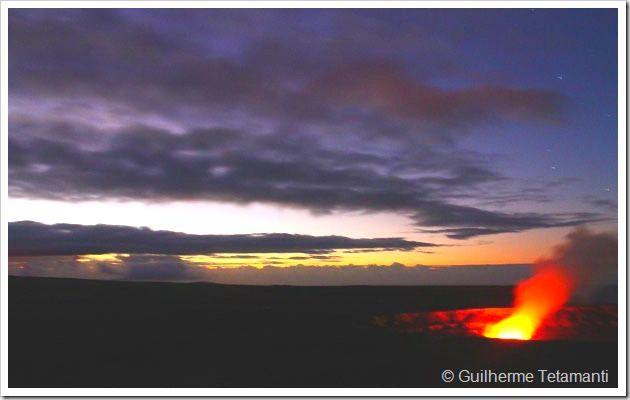 Visitar o vulcão Kilauea é uma experiência que deveria estar presente no currículo de todos os viajantes. Conhecer o vulcão de Big Island é algo que realmente vale a pena, além de ser uma atividade que não irá pesar em seu orçamento de viagem.