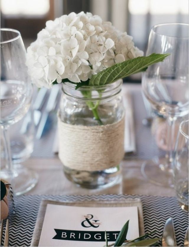 Frühling Deko Ideen weiße Hortensien Tisch Marmeladenglas