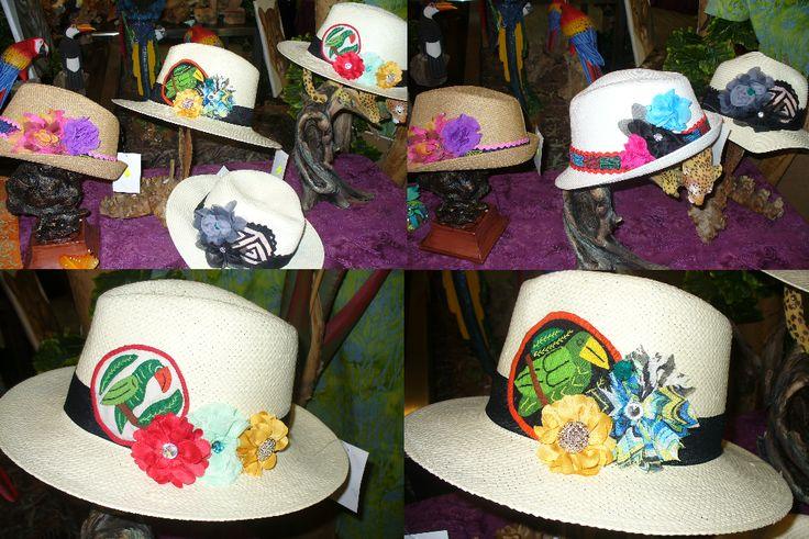 Sombreros con detalles de mola, pareos pintados a mano, pulseras, collares