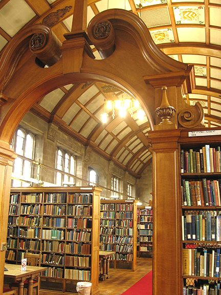 Llyfrgell Prifysgol Bangor/Bangor University Library.  Traethodau ac Adolygu / Essays and revision.
