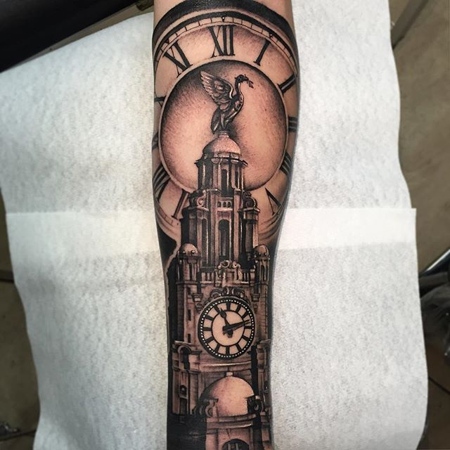 One more from this week, its The Liver Building from Liverpool with the time when hos son was born! #theliverbuilding #liverpool #lifestyletattoo #blackandgreytattoo #blackandgraytattoo #andyblanco #andyblancotattoo