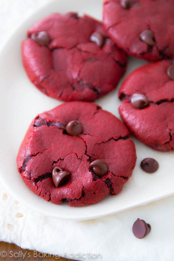 Red Velvet Chocolate Chip Cookies from scratch. Easy recipe at sallysbakingaddic... #cookies #cook #recipes #cake