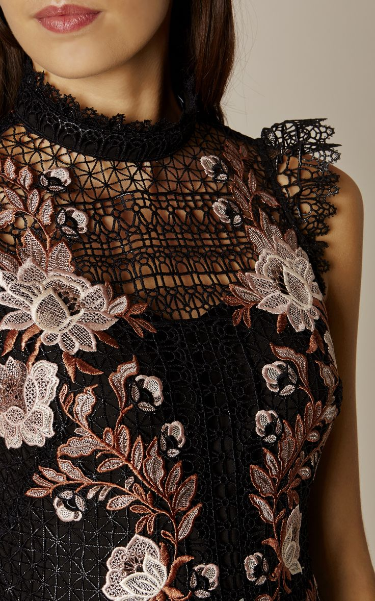 Karen Millen, LACE EMBROIDERED DRESS Black/Multi