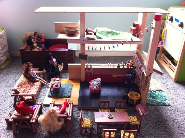 Dollhouse Made Completely Out Of Scrap Material. Love This! Nicer Than  Barbieu0027s Dreamhouse