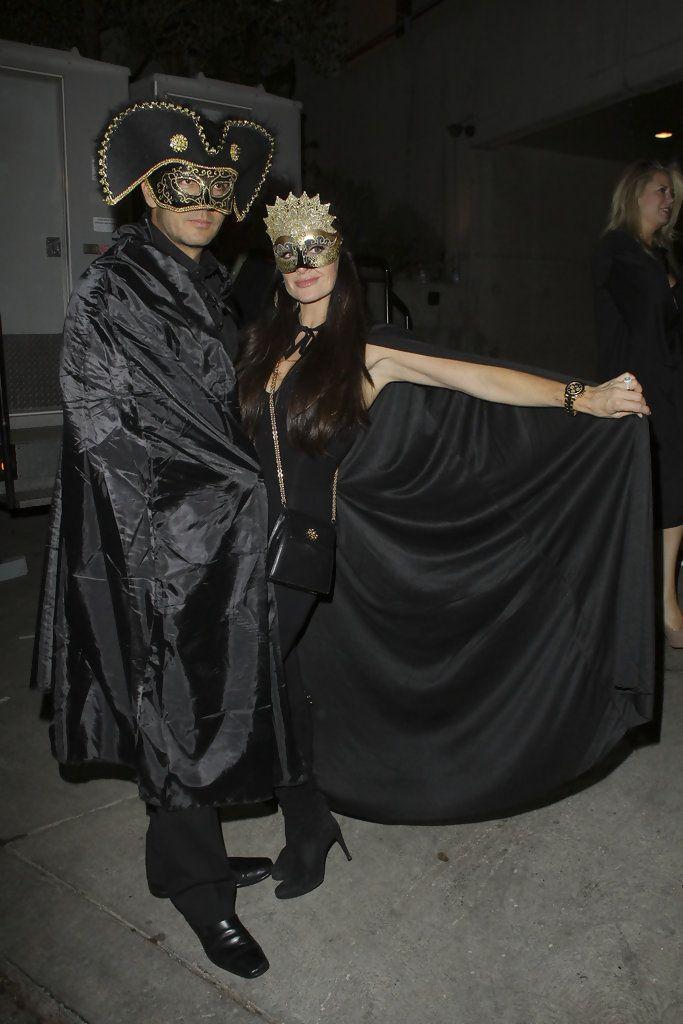 Kyle Richards Photos Photos - Kyle Richards and her husband Mauricio Umansky dress up for Paris Hilton's Halloween party at Sunset Plaza Mansion in Hollywood. - Paris Hilton's Halloween Party