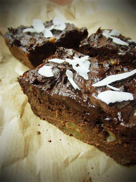 Wegański placek czekoladowo-daktylowy