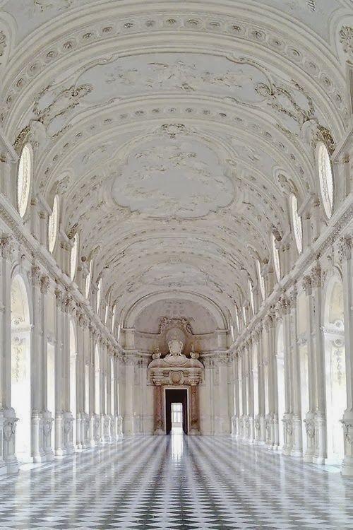 (Thaleria) E para terminar a parte do branco essa imagem lindíssima .... My living too? Lol Palace of Venaria, Turin, Italy