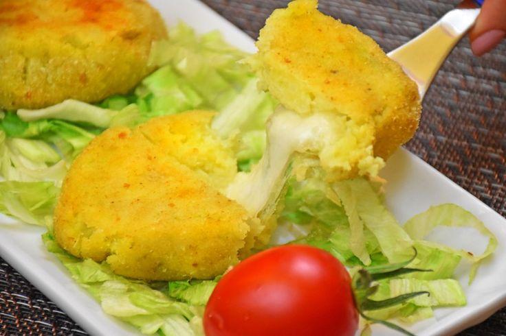 Le polpette di broccoli e patate sono un piatto sfizioso, dal cuore filante, economico e facilissimo da preparare. Cosa chiedere di più? Ecco la ricetta