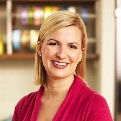 En el episodio 2 del programa de televisión La cocina fácil de Anna Olson, la cocinera Anna Olson prepara una receta de Tarta de salmón ahumado (Smoked...