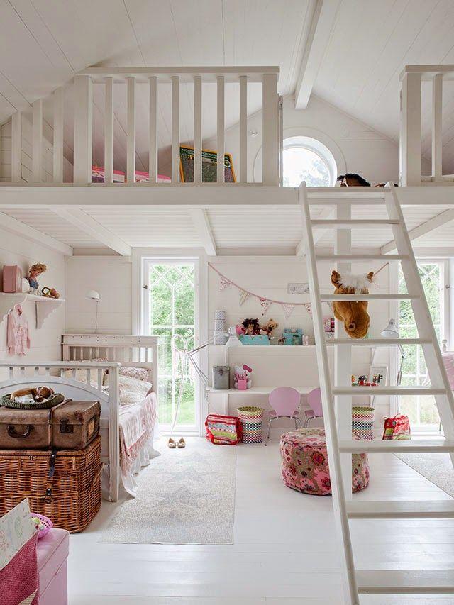 Tall windows under loft. Made In Persbo: Underbart barnrum