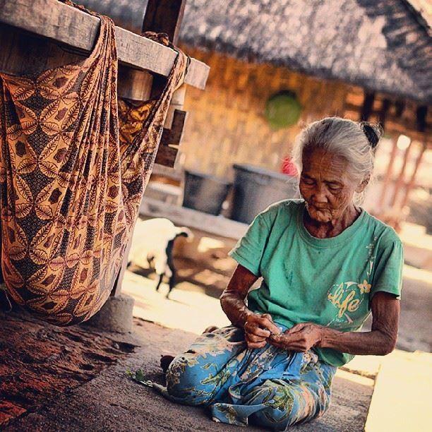 Wanita Suku Bayan Lombok
