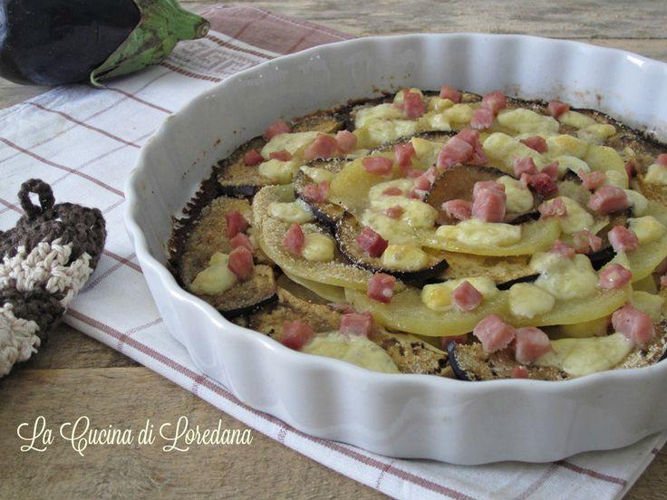 Si preparano in pochissimo tempo le Melanzane e patate al forno, gustose e saporite con prosciutto e formaggio, vanno subito in forno