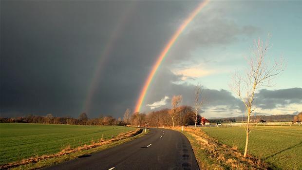 Byger og solskin giver gode betingelser for regnbuer i ugen der kommer. (Foto: Karsten Sørensen © Brugerbillede)