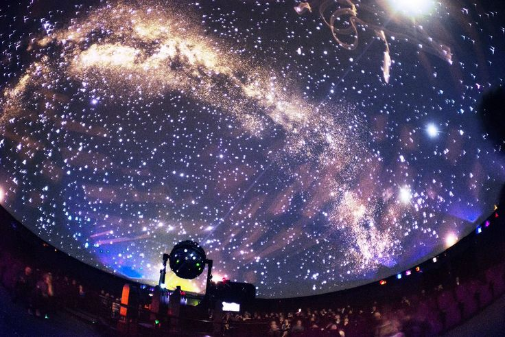В Петербурге готовят к открытию планетарий, который станет самый крупным на нашей планете. Он будет находиться на территории пространства «Люмьер-холл».  По площади планетарий в Петербурге обгонит все аналогичные сооружения, которые существуют в мире на данный момент. Сейчас самым большим планетарием считается Nagoya City Science Museum в Японии, диаметр которого равен 35 метрам. Создатели петербургского мегапланетария говорят, что он станет не только самым большим в мире, но и самым…